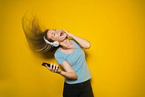 6 Surprsising Ways Music Benefits Your Brain